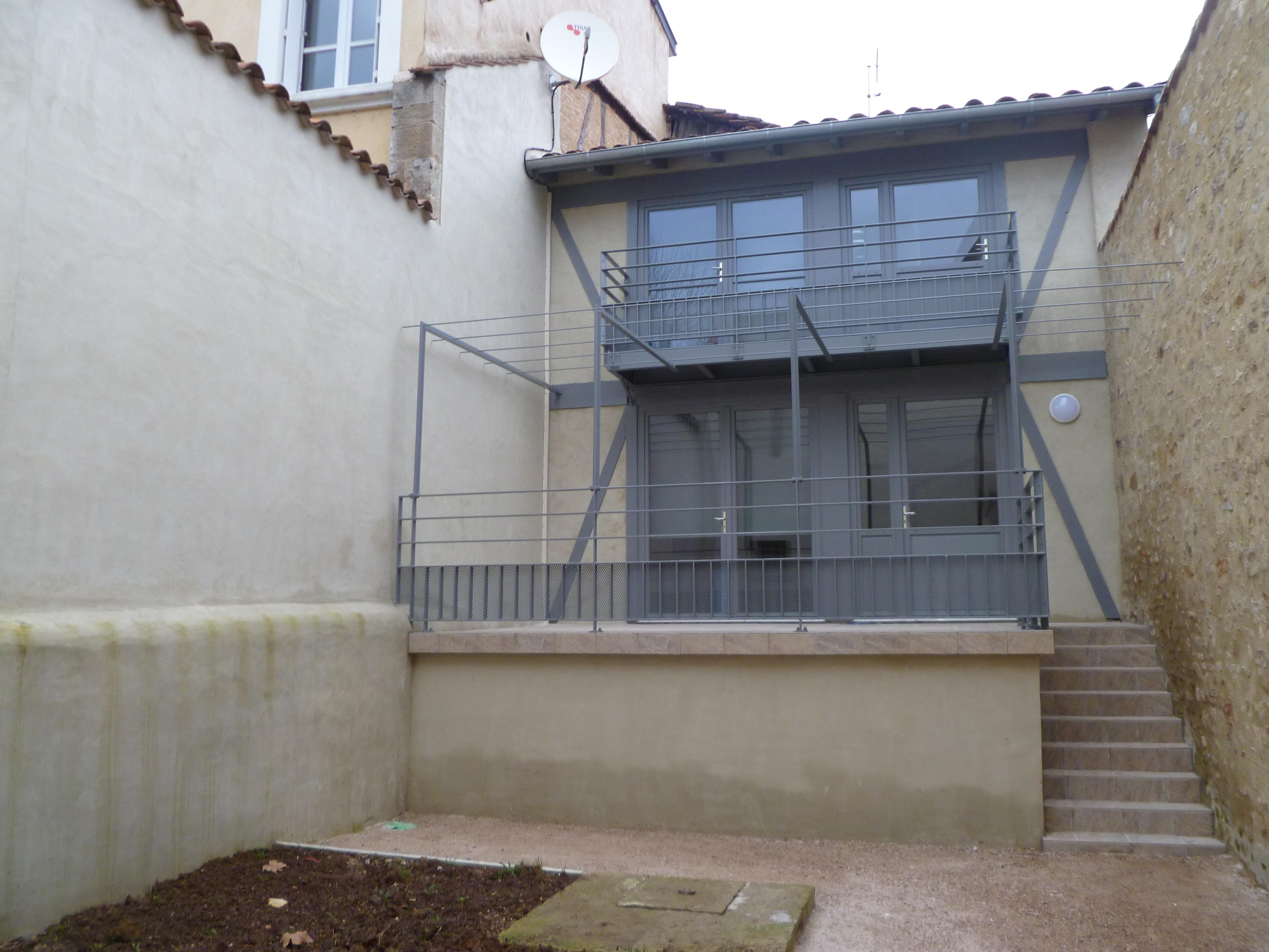 Appartement T2 duplex avec jardin à louer à Figeac