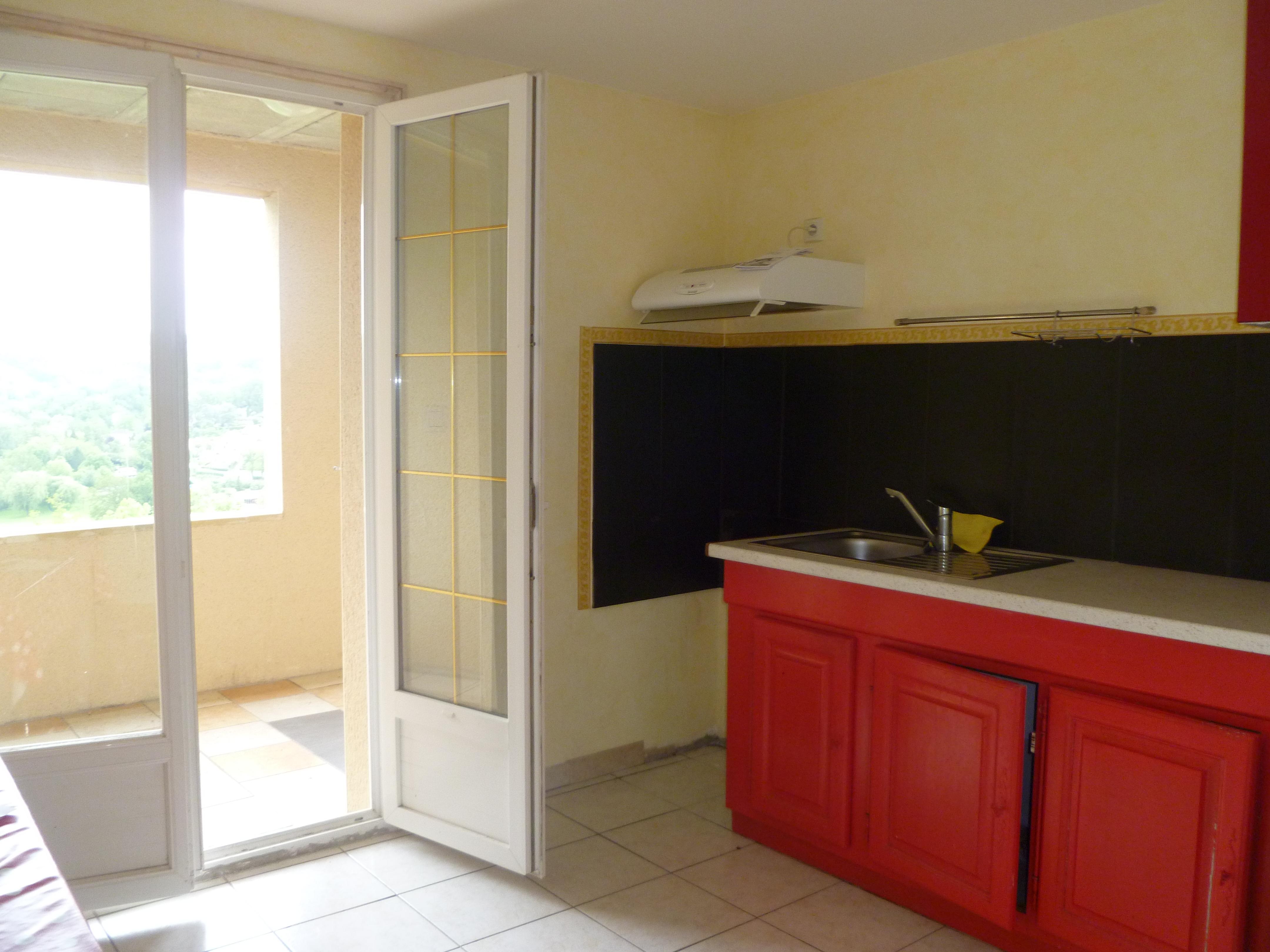Appartement T3 avec terrasse à louer à Figeac