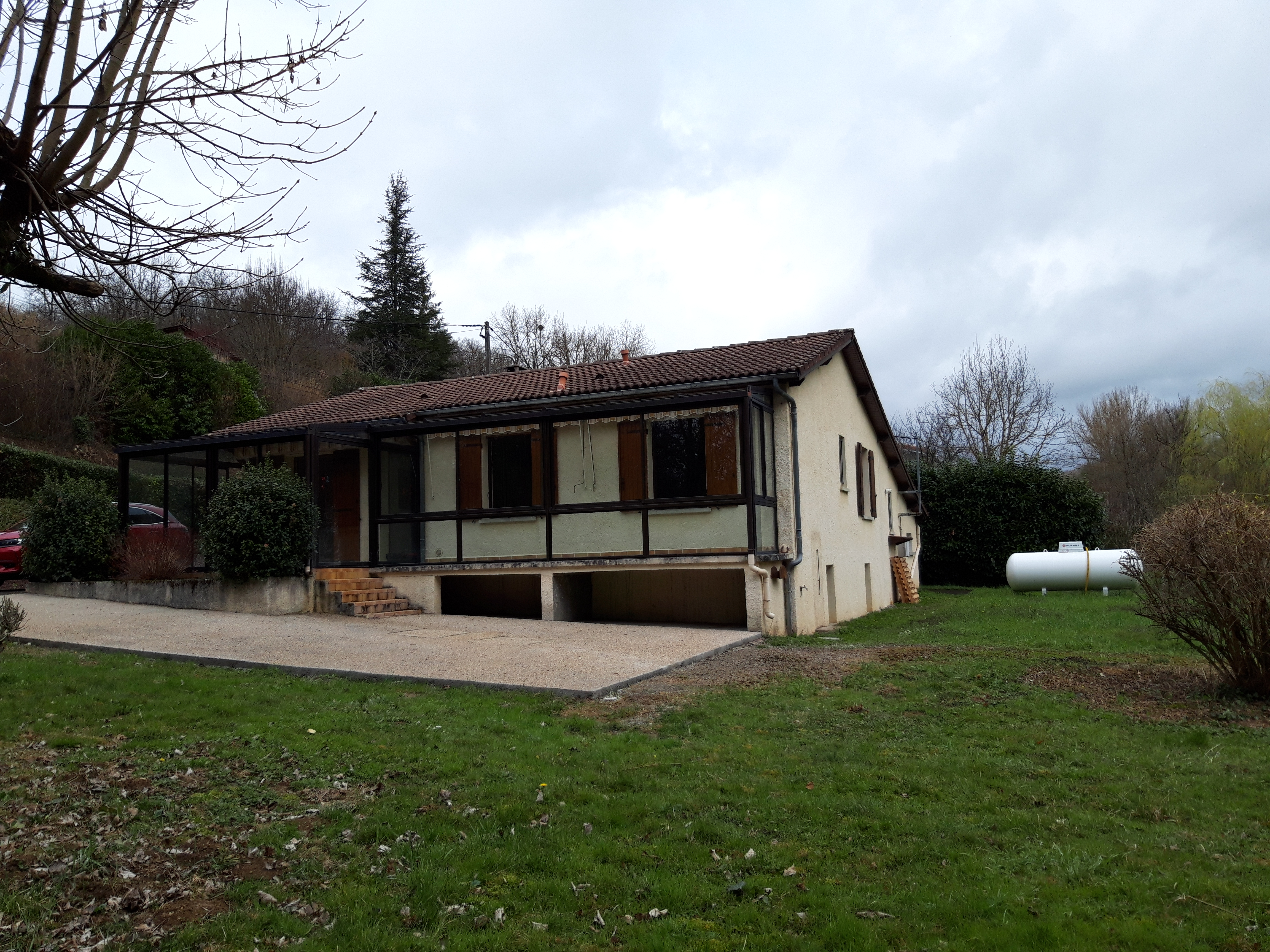 Maison T4 avec double garage à vendre, proche Figeac