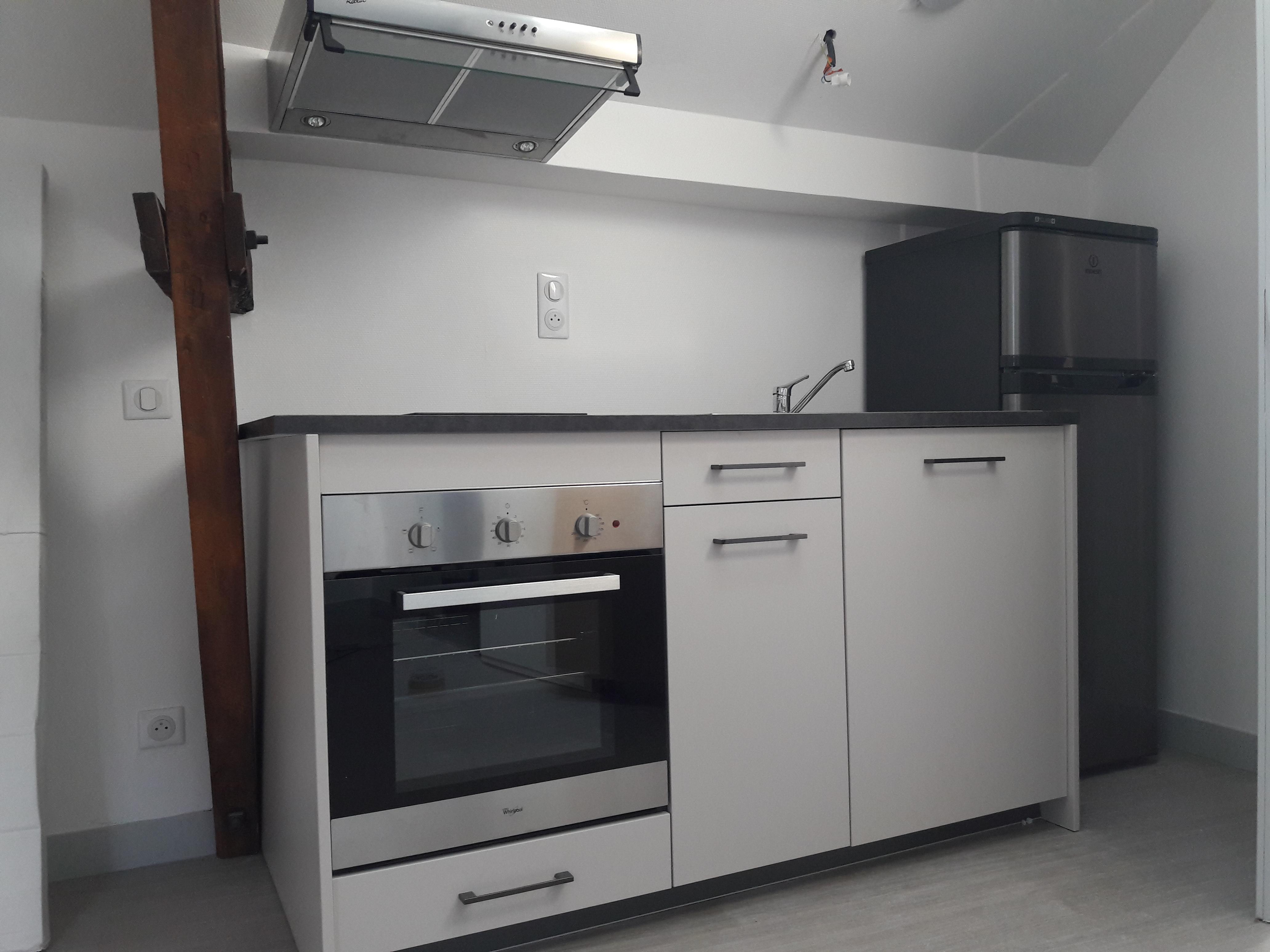 Studio rénové et meublé à louer au centre de FIGEAC
