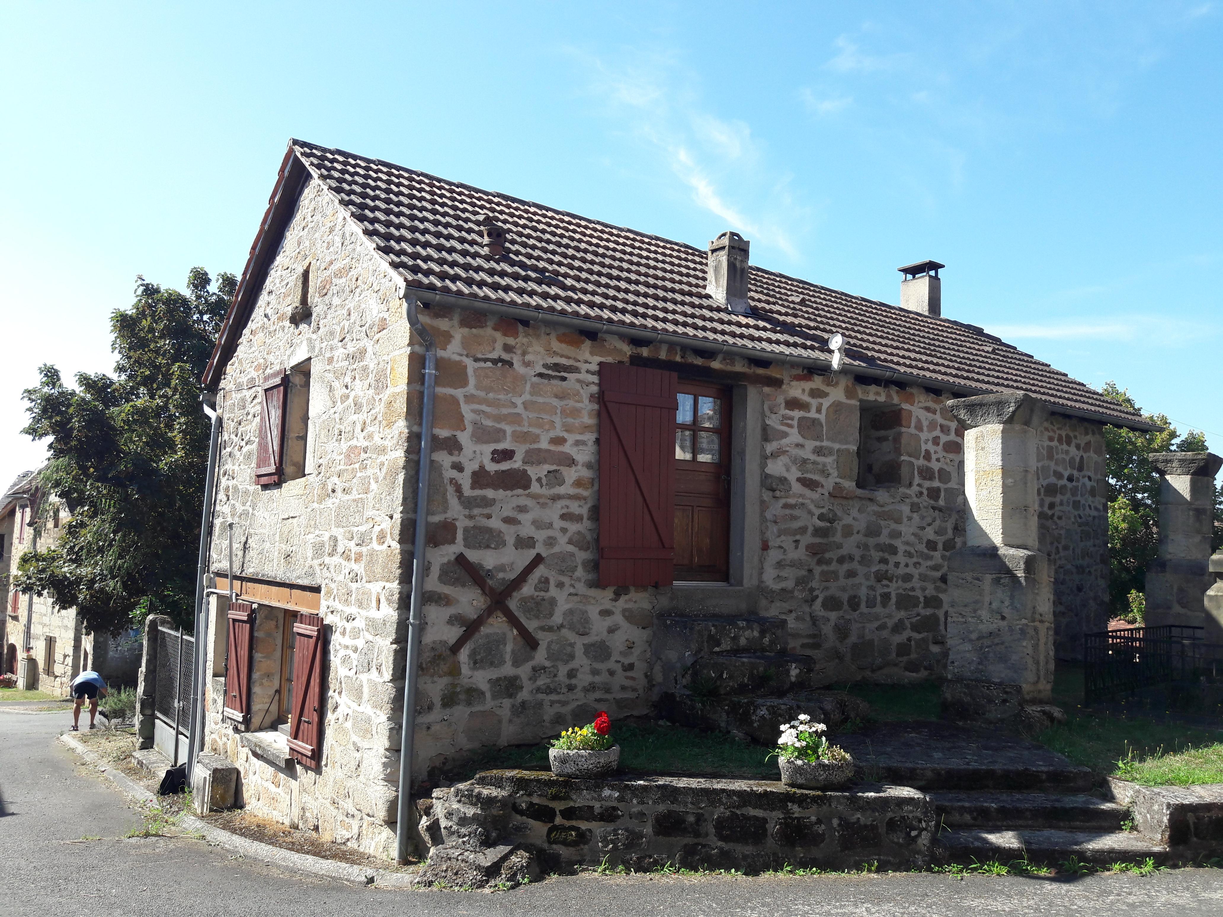 Charmante maison en pierre T3 au coeur d'un village