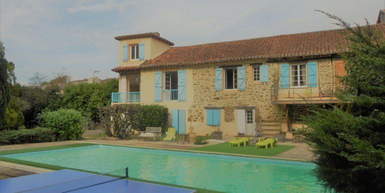 facade + piscine
