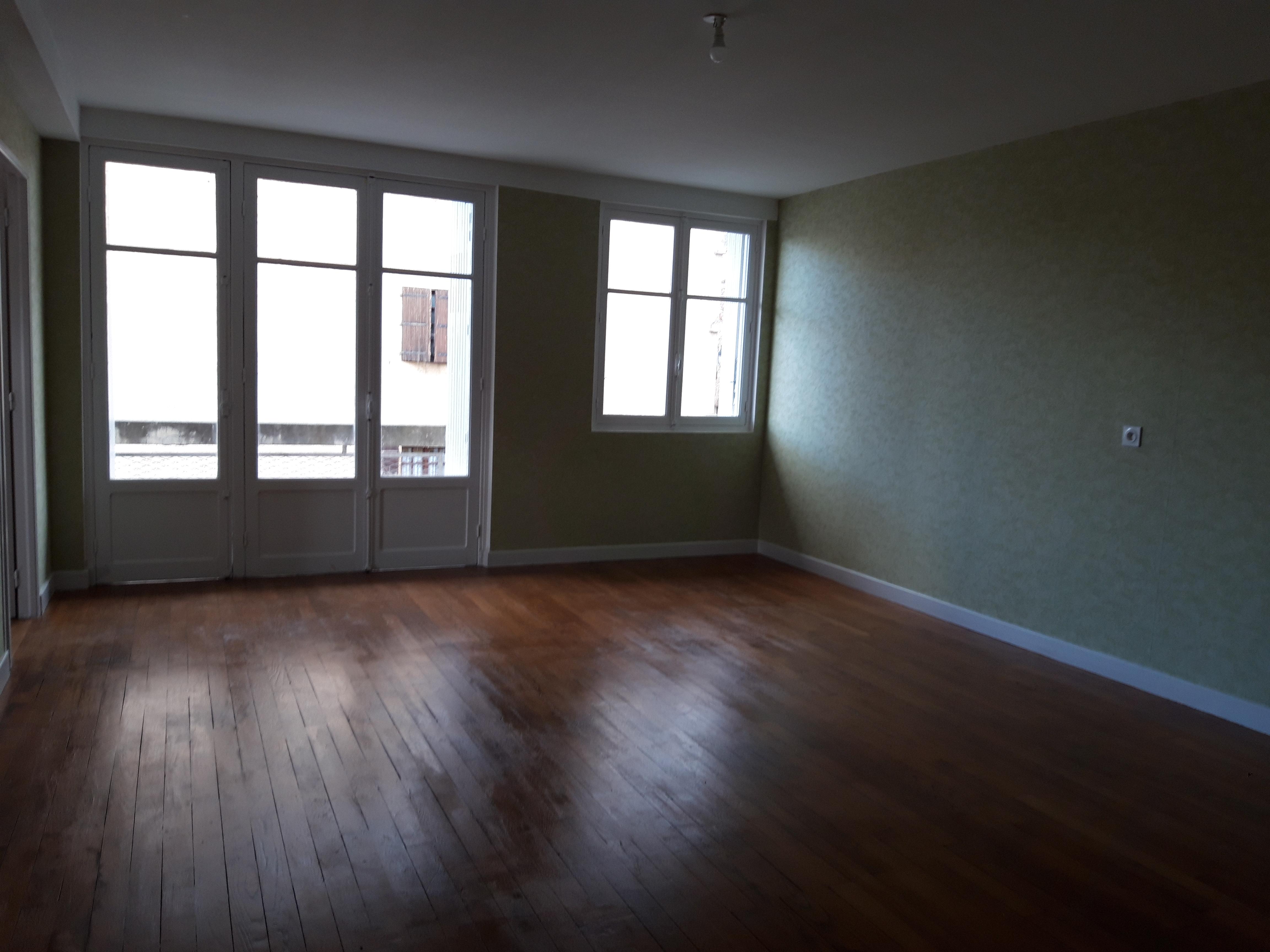 Appartement T3 avec balcon à louer à FIGEAC centre