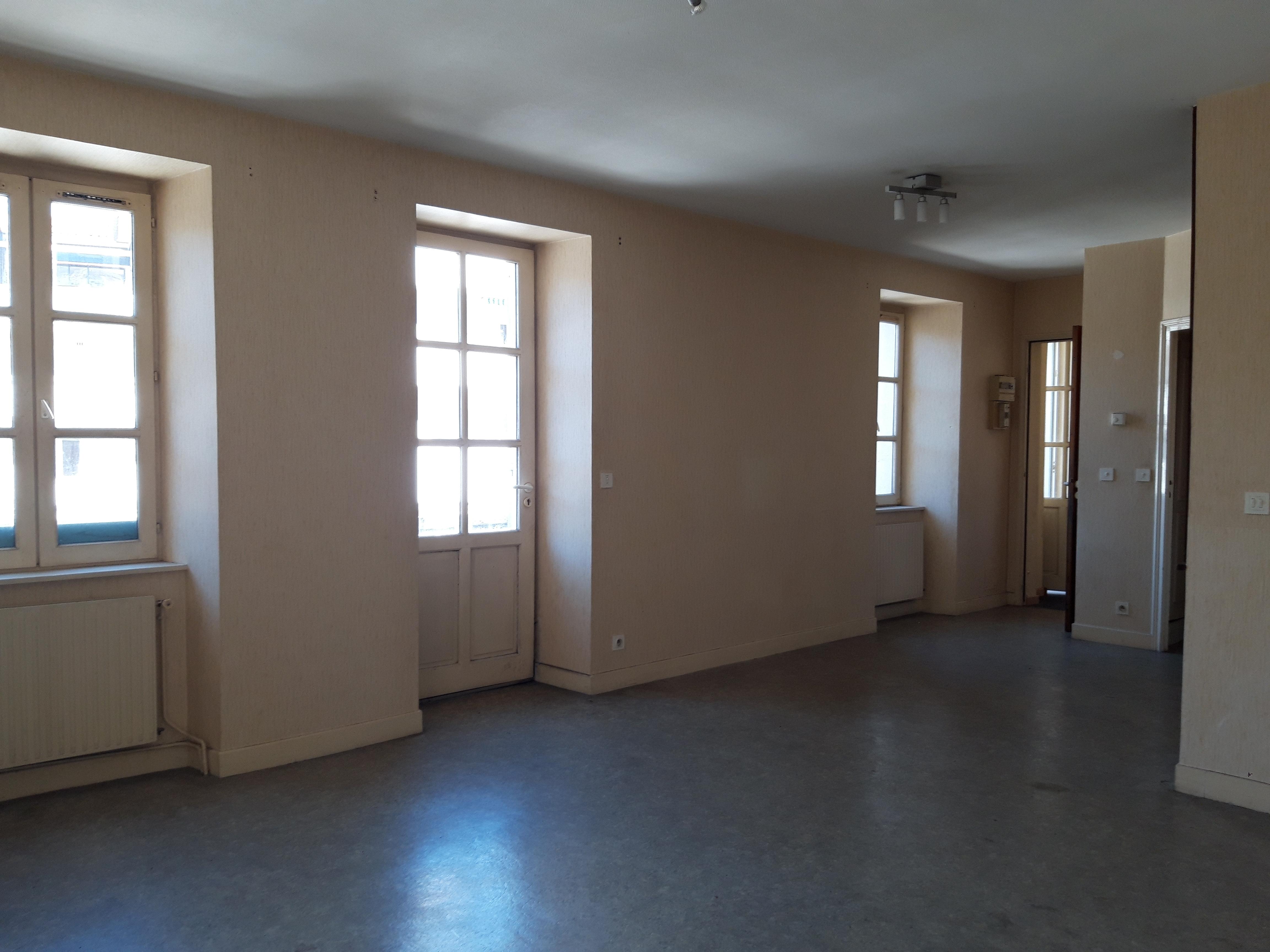 Appartement T4 triplex indépendant à vendre à FIGEAC