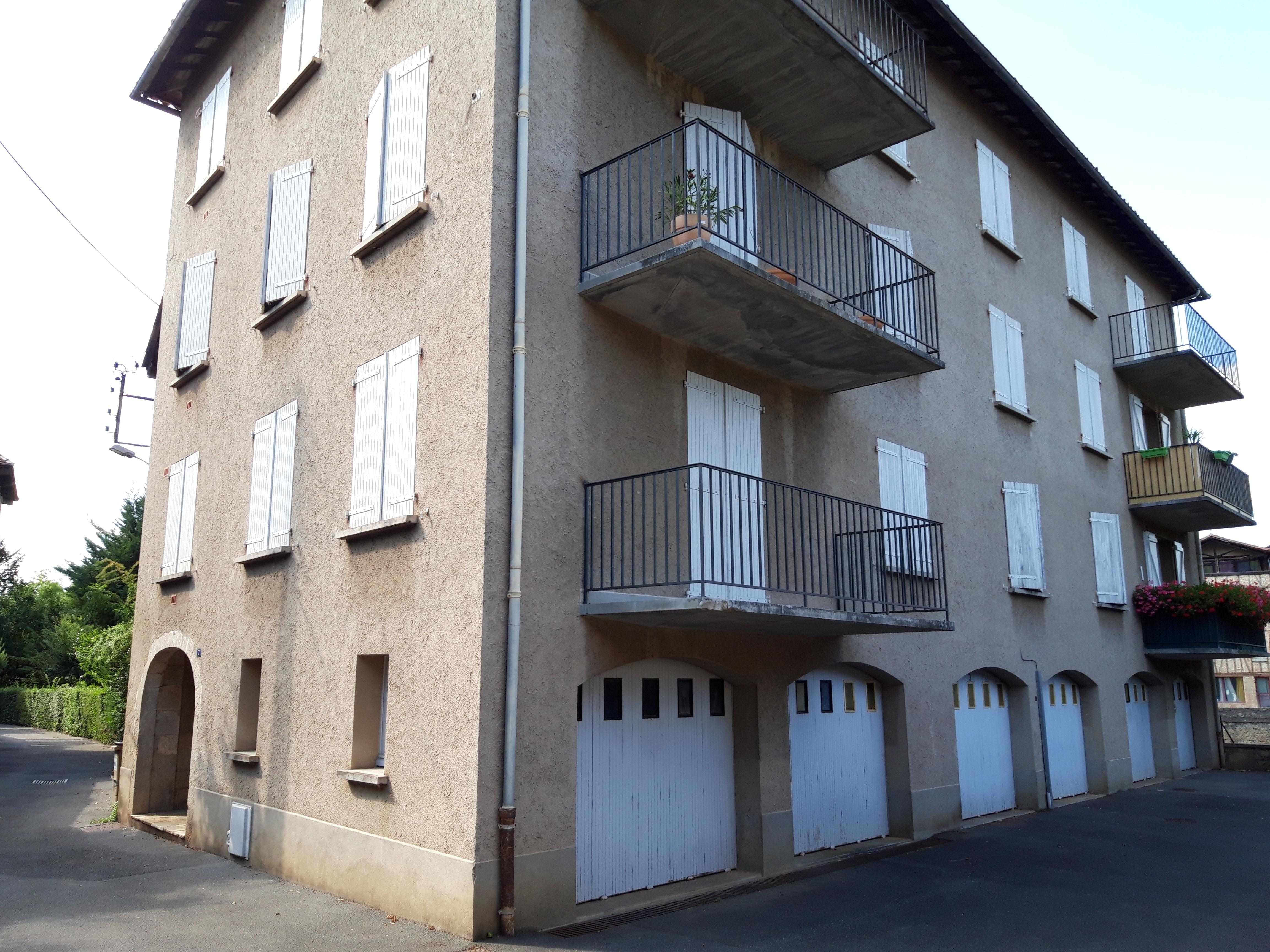 Appartement T3 rénové avec balcon à louer à FIGEAC