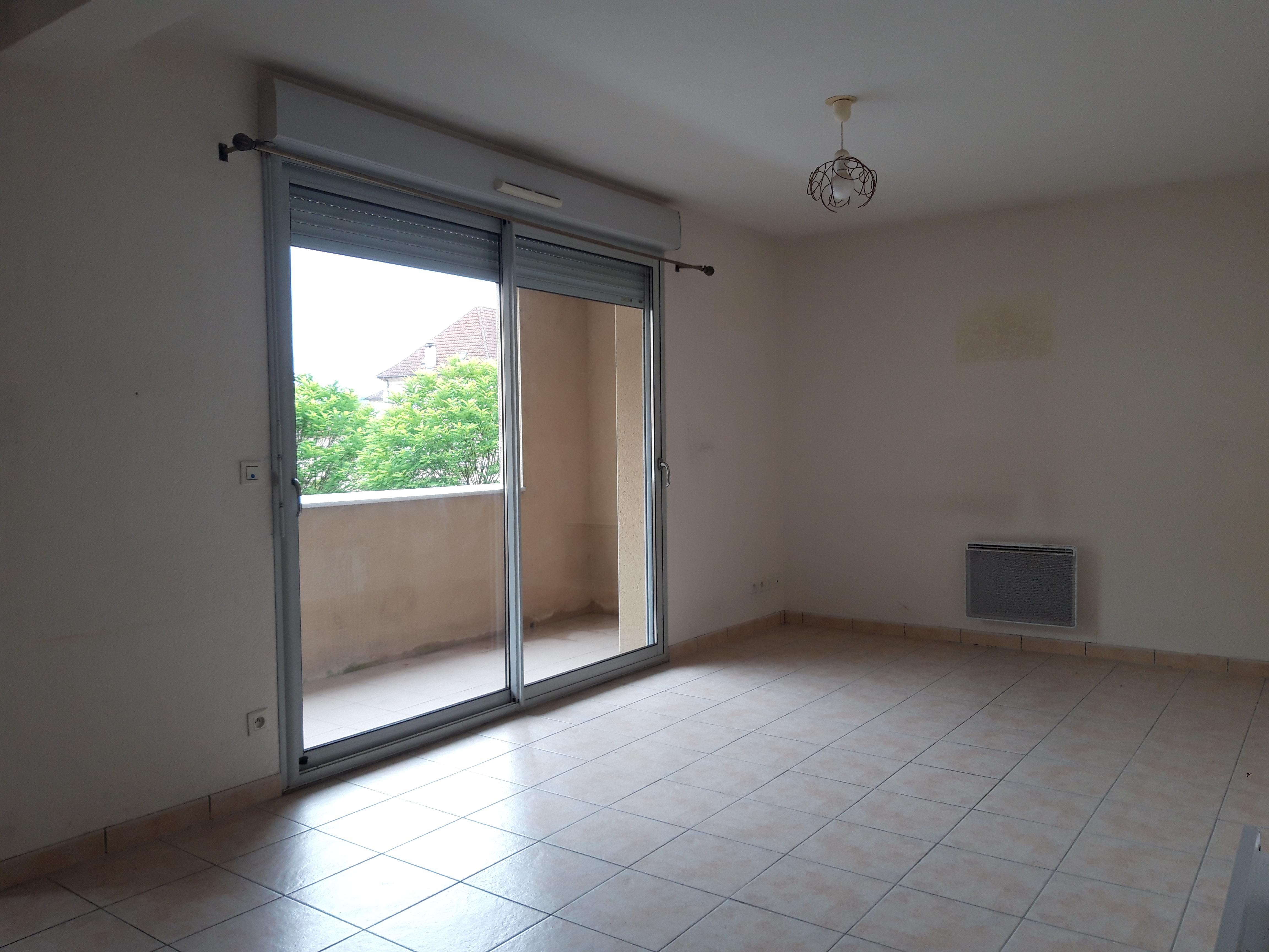 Appartement T2 en résidence avec cave et garage à louer à FIGEAC