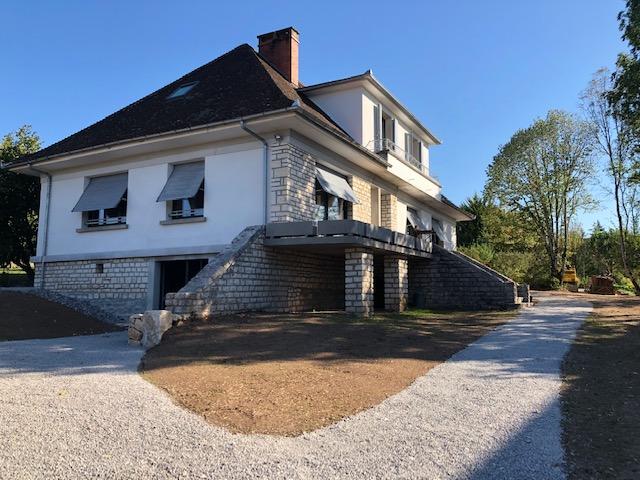Superbe villa rénovée T7 à louer à LACAPELLE MARIVAL
