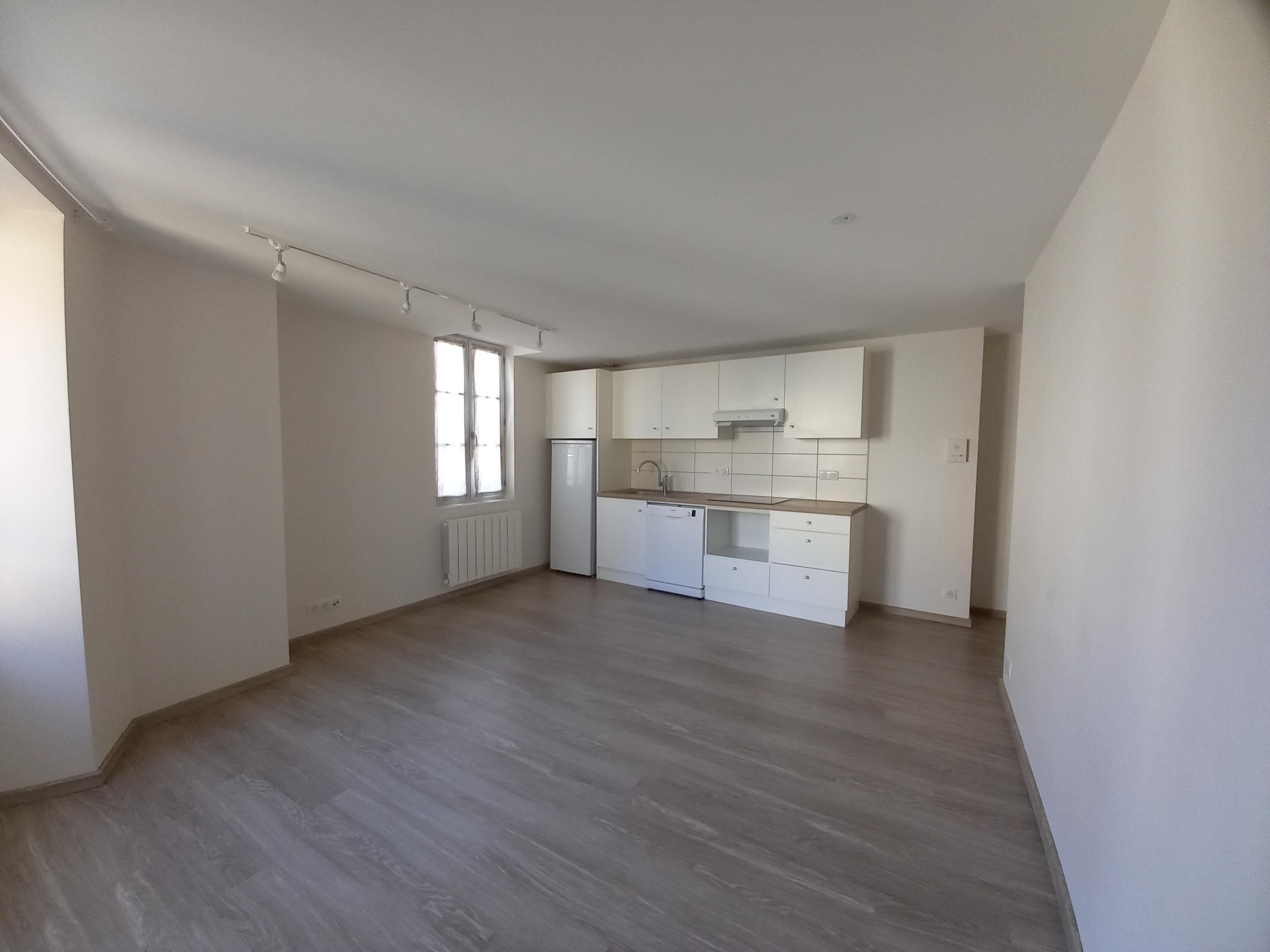Appartement T2 récemment rénové à louer à FIGEAC centre