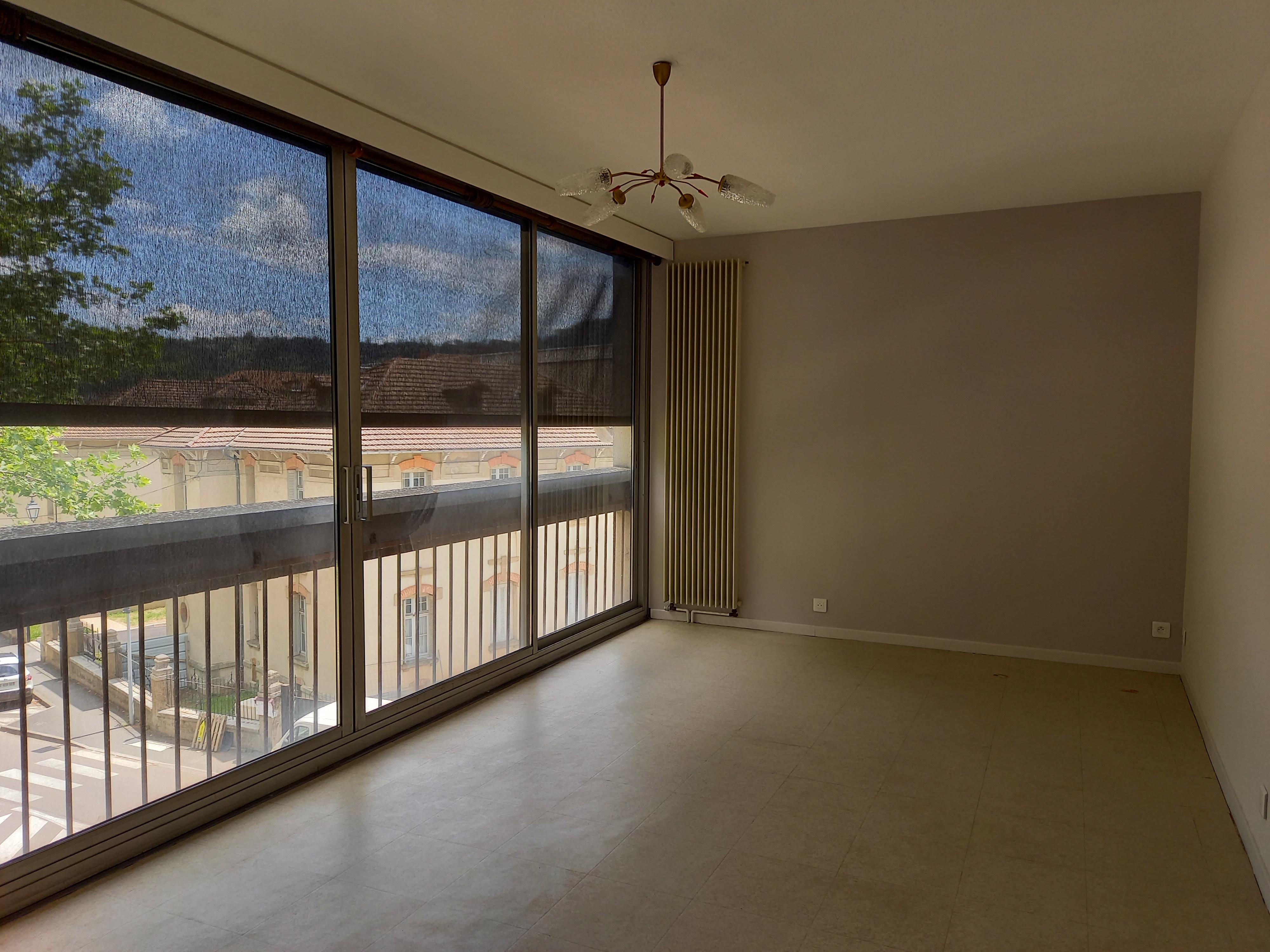 Appartement T2 rénové en résidence à louer à FIGEAC